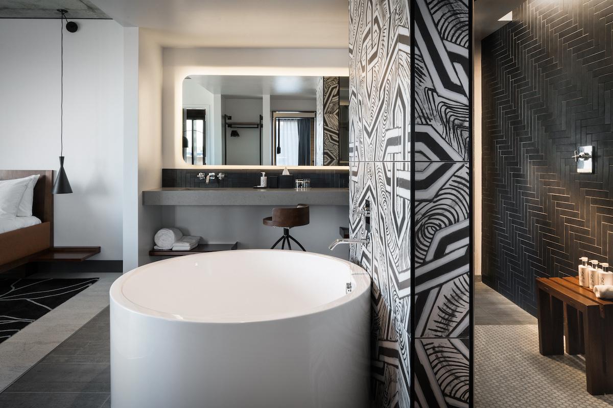 diamond-suite-bathroom_5410-web