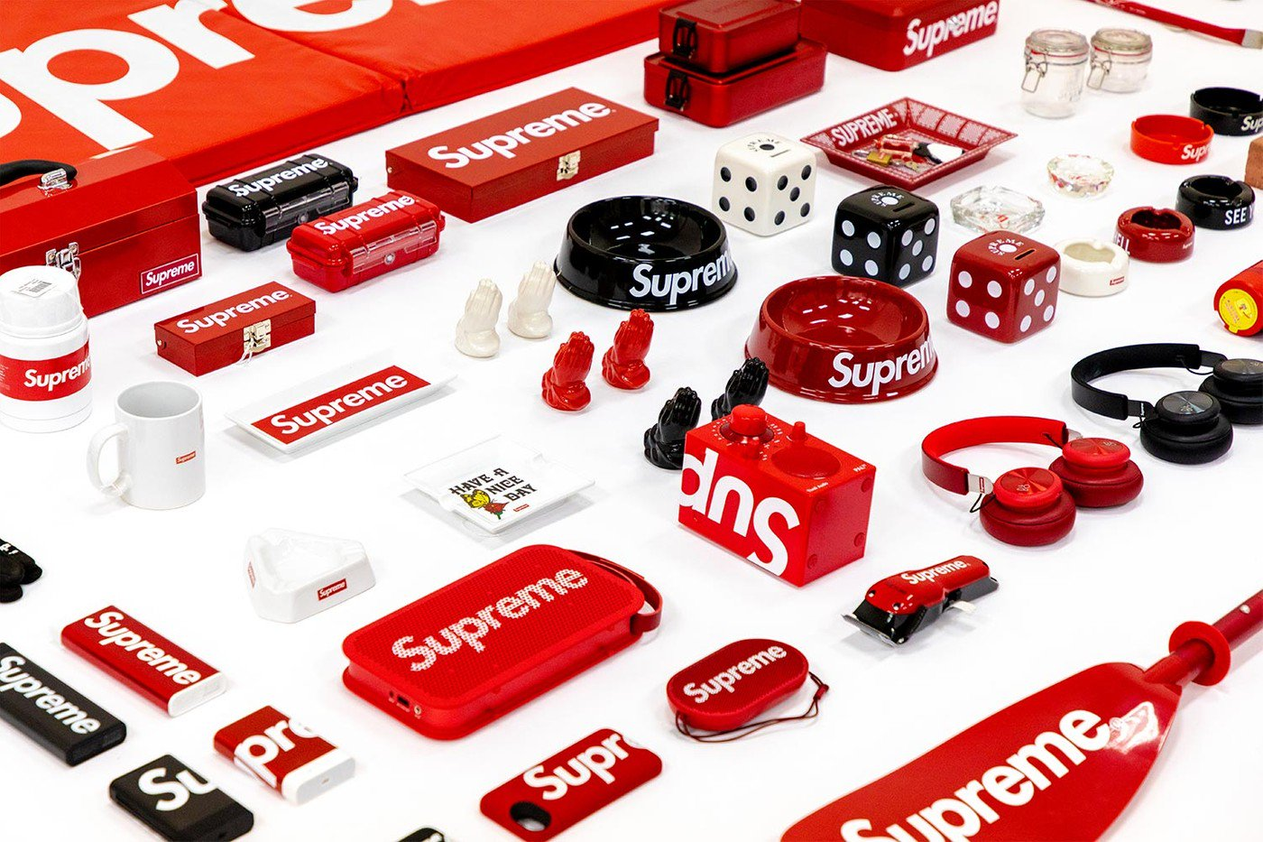 https___hypebeast.com_image_2019_05_sothebys-supreme-accessories-auction-002