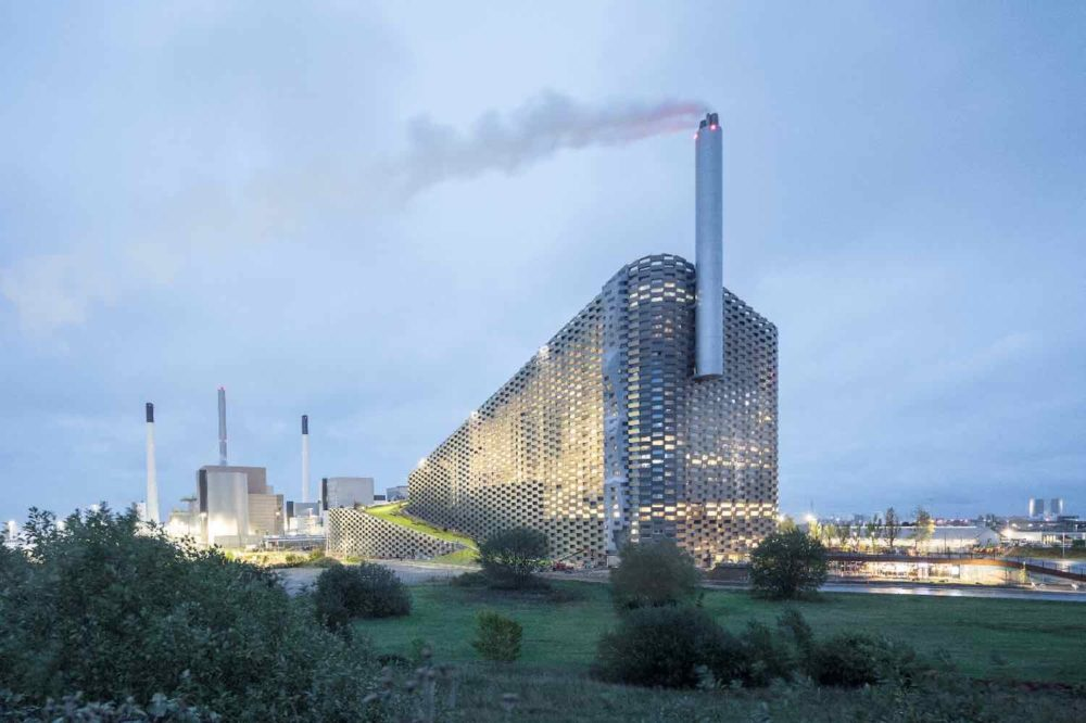 20.-CopenHill-Power-Plant-by-BIG-Bjarke-Ingels-Group-Photo-by-Laurian-Ghinitoiu