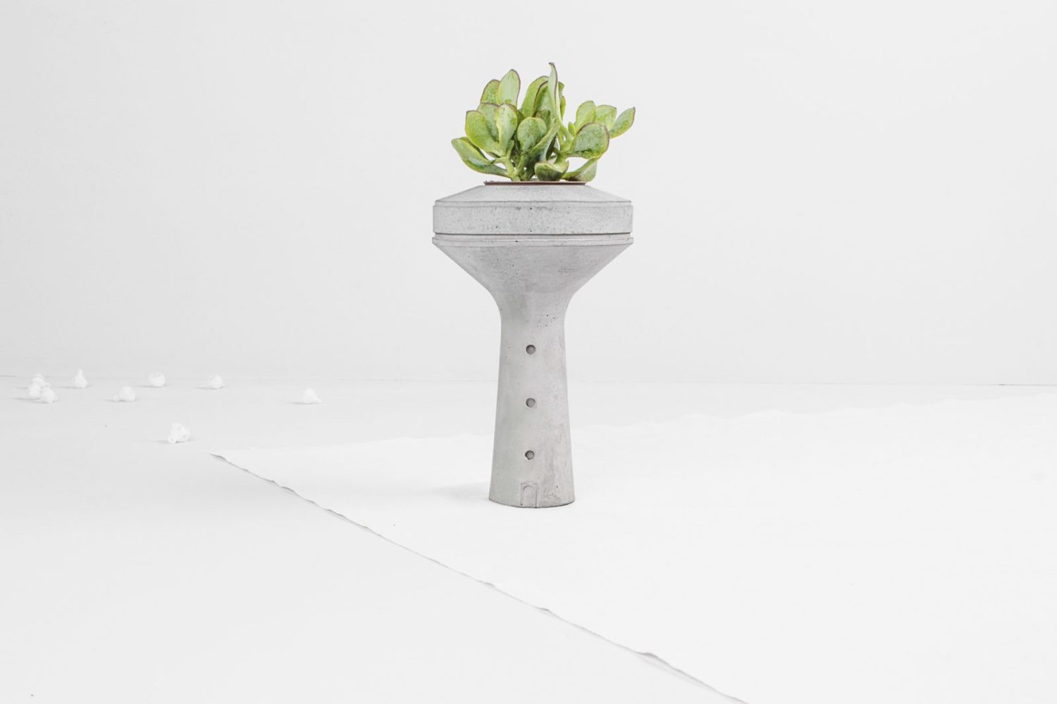 Siment-concrete-planter-for-succulents-brutalist-architectually-inspired-miniature-water-tower1-Tiipoi-02-1500×999