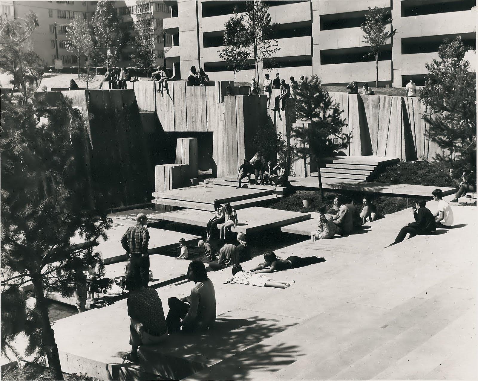 forecourt-fountain-1970