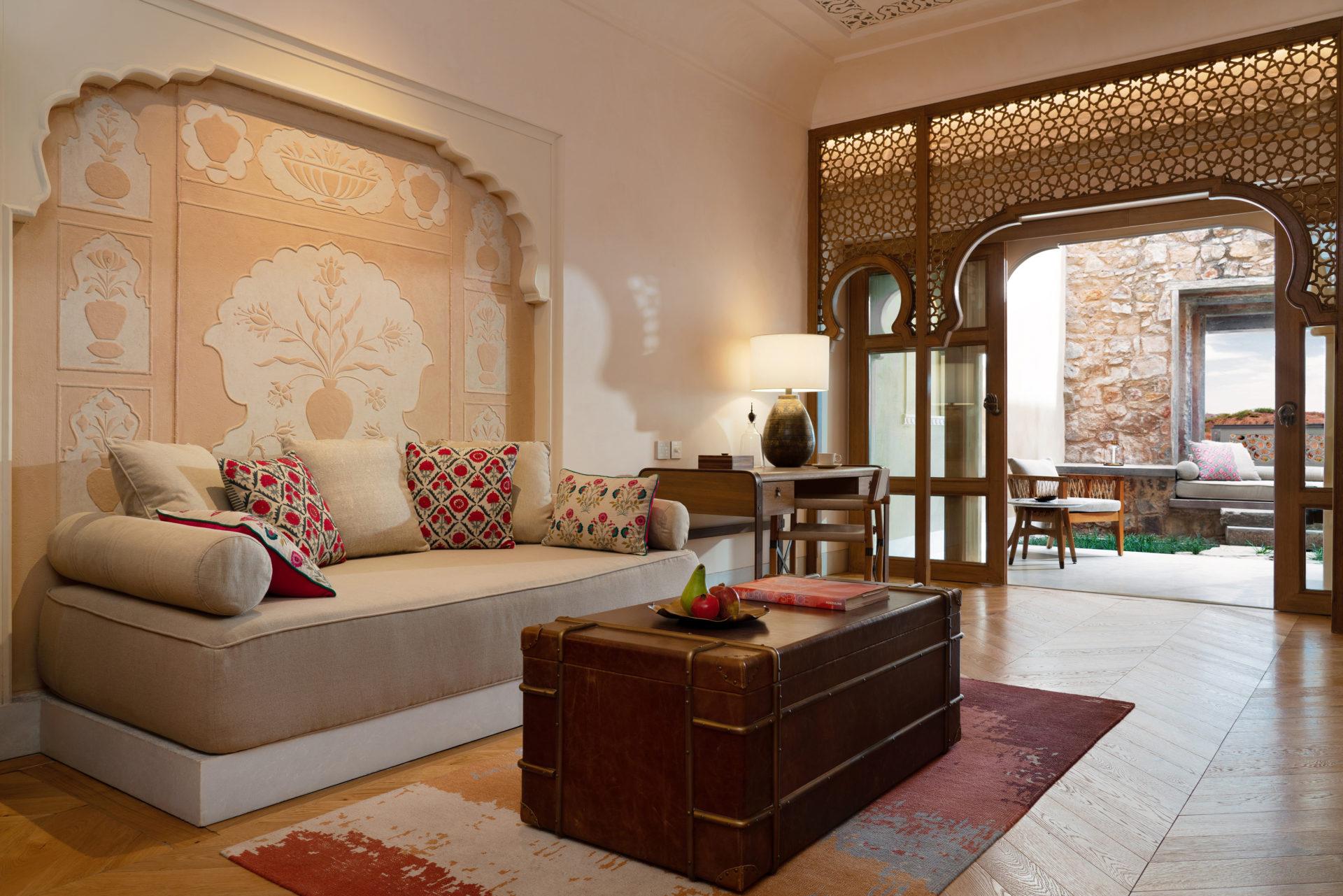 fort_barwara_india_deluxe_barwara_suite_living_room