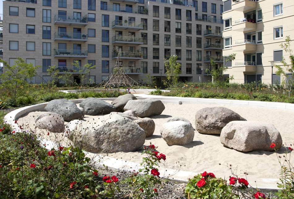LANDLAB OEVERHOEK courtyard garden boulder play