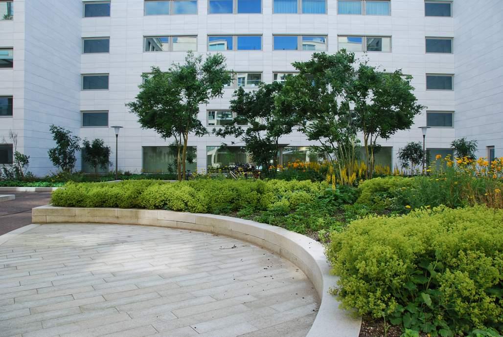 LANDLAB OEVERHOEK courtyard garden planter edge