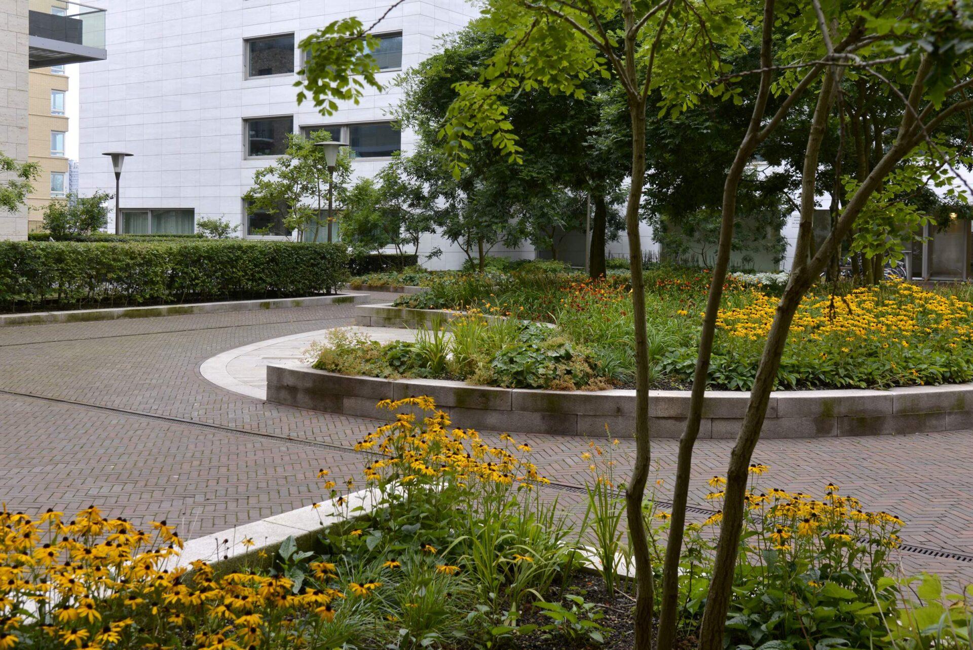 LANDLAB OEVERHOEK courtyard garden yellow_0