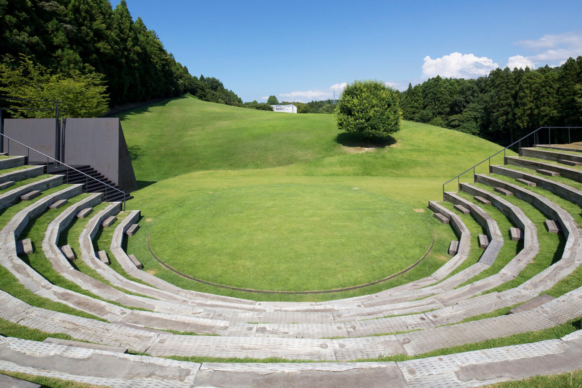 white-arbor-and-open-air-theater-apl-design-workshop-architecture-japan_dezeen_2364_col_12